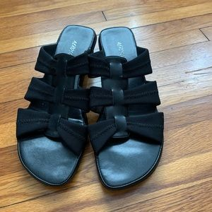 Aerosoles Good & Plenty Black sandals 9M